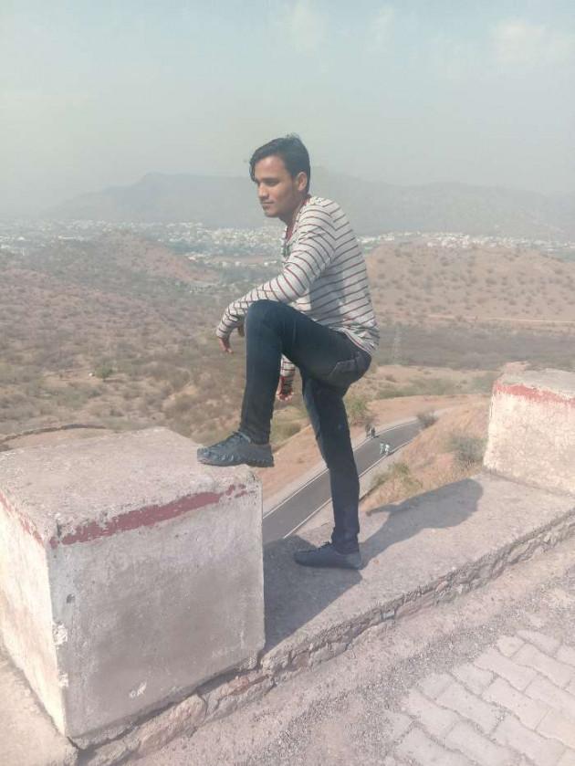 Hindi Shayri by lucky : 111169299